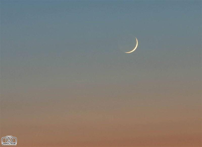 هلال شوال من حومين الفوقا في تمام الساعة الثامنة و 34 دقيقة عيد_مبارك للج