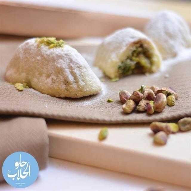 لأن معمولنا اطيب معمول للعيد ! ينعاد عالجميع بالصحة والعافية 😍🤗😄😋 رمضا (Abed Ghazi Hallab Sweets)