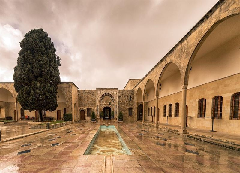💛أماكن خالية....ليس فيها إلا ذكريات. . .. whatsupplebanon ... (Mir Amin Palace)