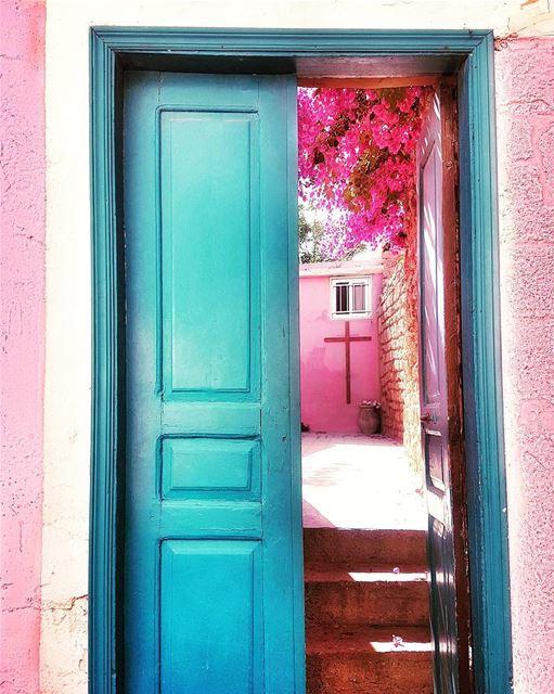 A little Southern Charm to brighten your day! 💕💕💕 😙😙😙... (Soûr, Al Janub, Lebanon)