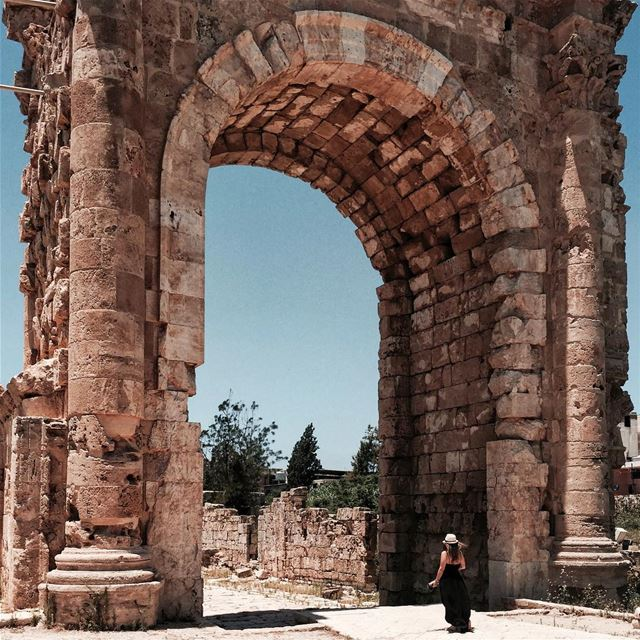 Arc de Triomphe X @christina_francis💃🏻 Beirut architecture nature... (Roman ruins in Tyre)
