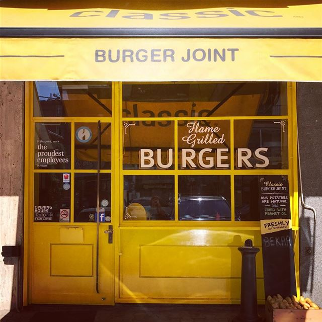My ultimate burger place! It is a must every time I'm in Lebanon, perfect... (Beirut, Lebanon)