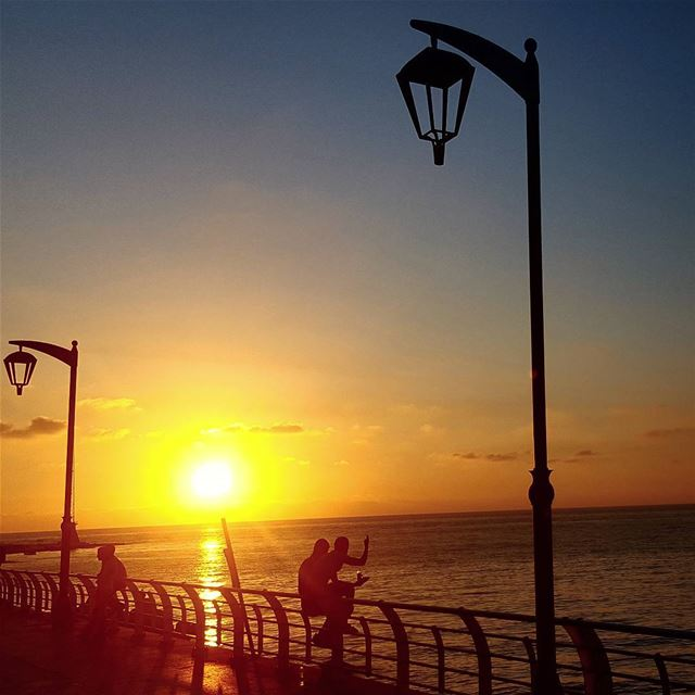 livelovelebanon Beirut sea🌊 sunrise_sunsets... (Ain El Mreisse, Beyrouth, Lebanon)