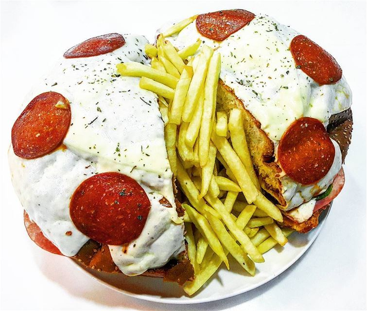 lebanon batroun huge pizza burger pizzaburger ... (Dada's Family)