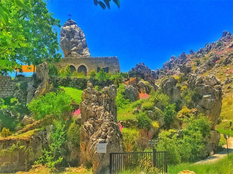 ... (Ehmej, Mont-Liban, Lebanon)