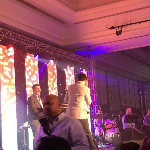 حفلة @nassifzeytoun ناصيف زيتون في دبي برعاية راديو_الرابعة ومن تنظيم @mah (Roda Al Bustan)