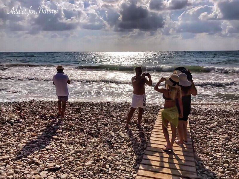 Capturing the moment ✨ .... photoshoot shadows light silhouette ... (Somewhereinlebanon)