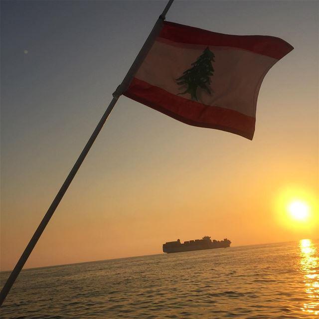 ptk_lebanon whatsuplebanon insta_lebanon instalike ig_capture flag ... (Mediterranean Sea)