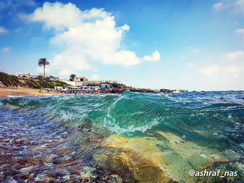 الموج الأزرق في عينيكيجرجرني نحو الأعمق...وأنا ما عندي تجربةٌفي الحب ولا (Tyre, Lebanon)