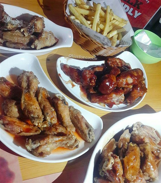 Buffalo wings are Wednesday goals 🍗🍟**** kissthecooklb wings ... (Buffalo Wings & Rings - Lebanon)