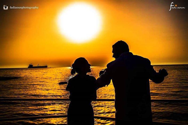 photo fadiaounphotography sunset photoshooting couplegoals seascape ...