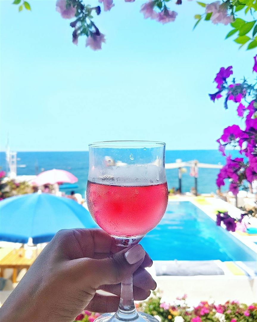 Because Sunday should be a day for Rosé! cheers 💙🍷💘🍷💙... (Chez Fouad)