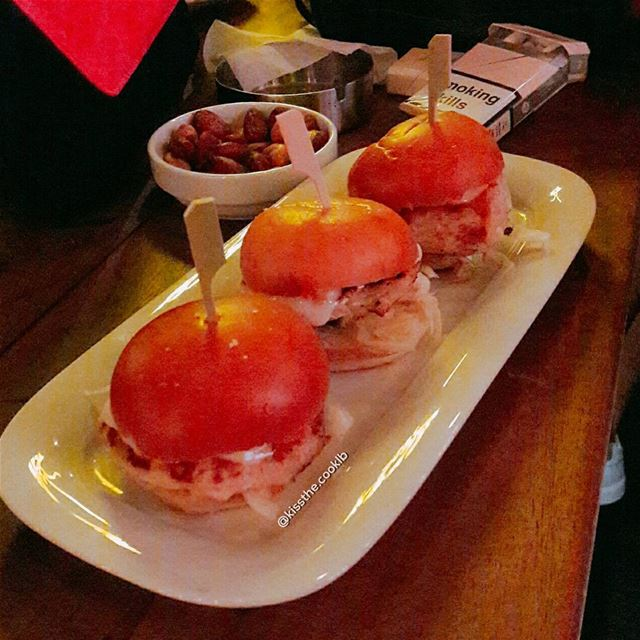 The 3 mini Burgers ❤**** kissthecooklb chicken miniburgers caprice... (Caprice)