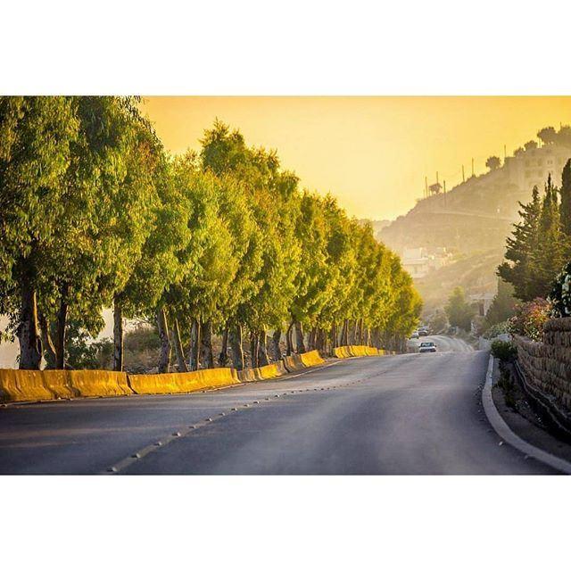 @livelovedeirelkamar golden roads @livelove.chouf by @ihabfayad (Deir al-Qamar)