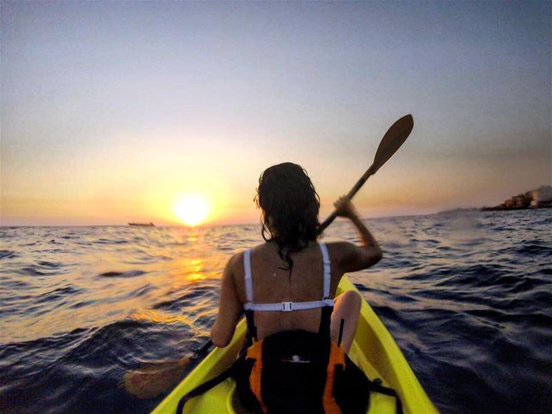 Hey Monday, take that! kayaking mondayfunday liveloveoutdoors ---------- (Batroûn)