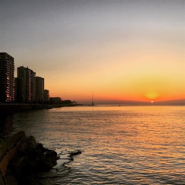 beirut july sunset sea ainmrayseh livelovebeirut livelovelebanon ... (Ain El Mreisse, Beyrouth, Lebanon)