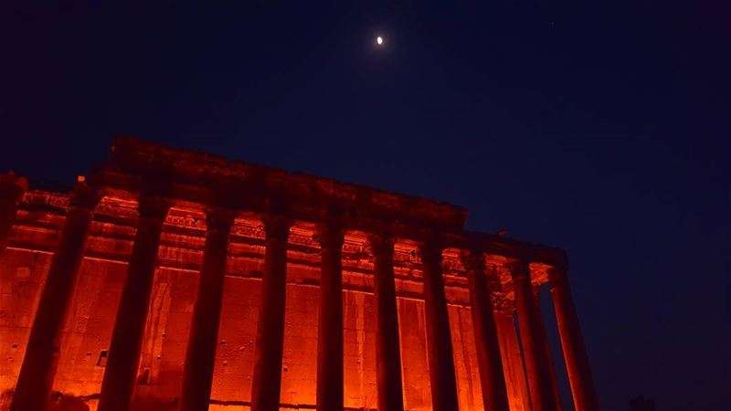 Baalbeck the city of the sun at midnight ☄... baalbeck ... (Baalbeck's Temple)