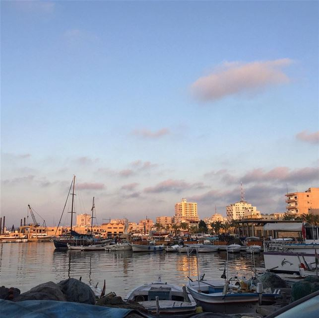 tyre sour mina port boats sky clouds sea amazing lebanon southlebanon... (صور الميناء)
