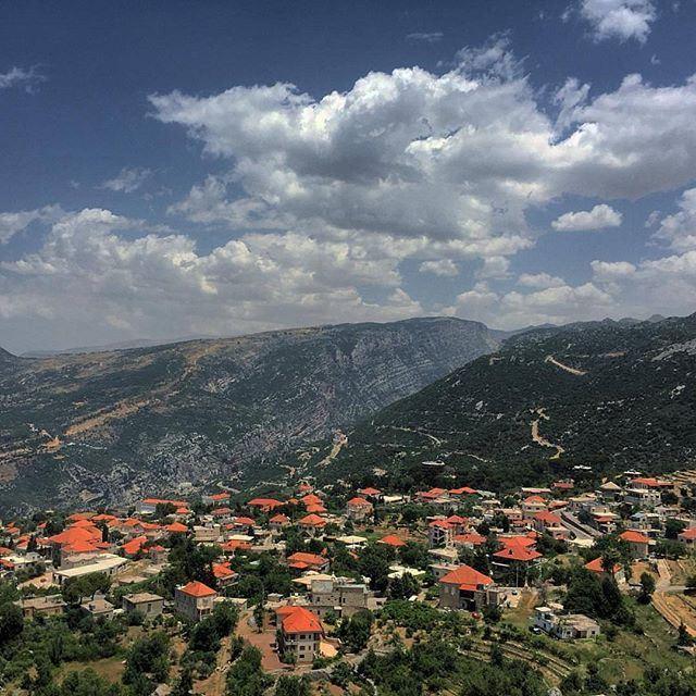 Brick houses of @livelovedouma by @peterghanime (Douma, Liban-Nord, Lebanon)