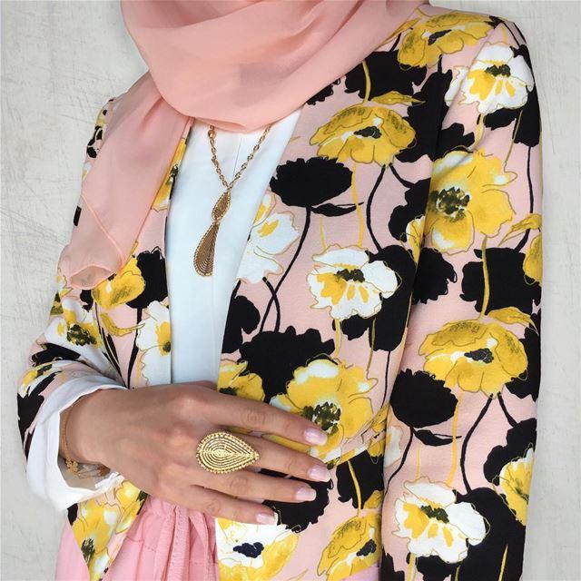 By far my favorite blazer, it's from @missselfridge 💛💗💛💗💛 ......... (Saïda, Al Janub, Lebanon)