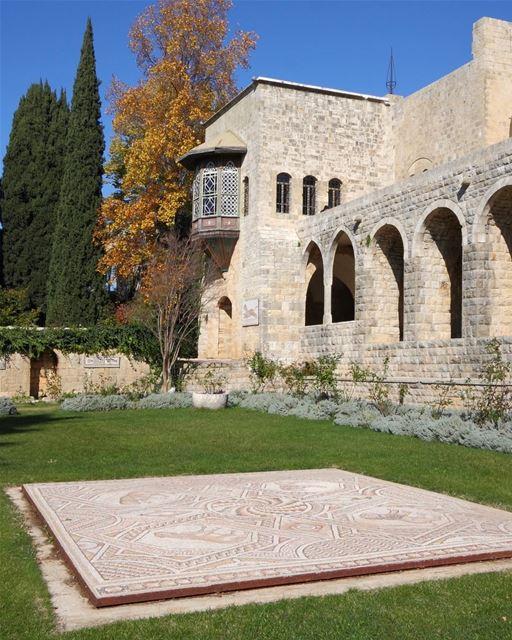 Uma coleção de mosaicos do período bizantino decora os jardins do... (Beit Ed-Deen, Mont-Liban, Lebanon)