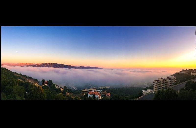 That view 😍 clouds fog mountains sunset panorama amazingview ... (Annâya, Mont-Liban, Lebanon)