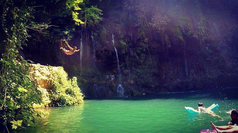 لافرد جناحي عالهوا زي اليمامه... fly drop waterfall bird lebanon ... (Baakline River)