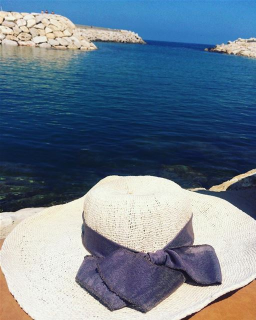 Time to put your hat 👒 on and get this weekend started🏖🌊...