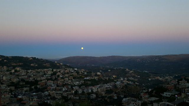 earlymorning moon moonlovers sundaymorning Hasbaya amazingmorning ... (Hasbaya)