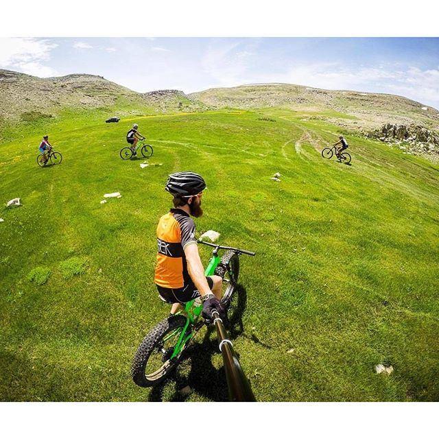 @livelove.bikes green gathering with @haigmelikian @livelove.sports