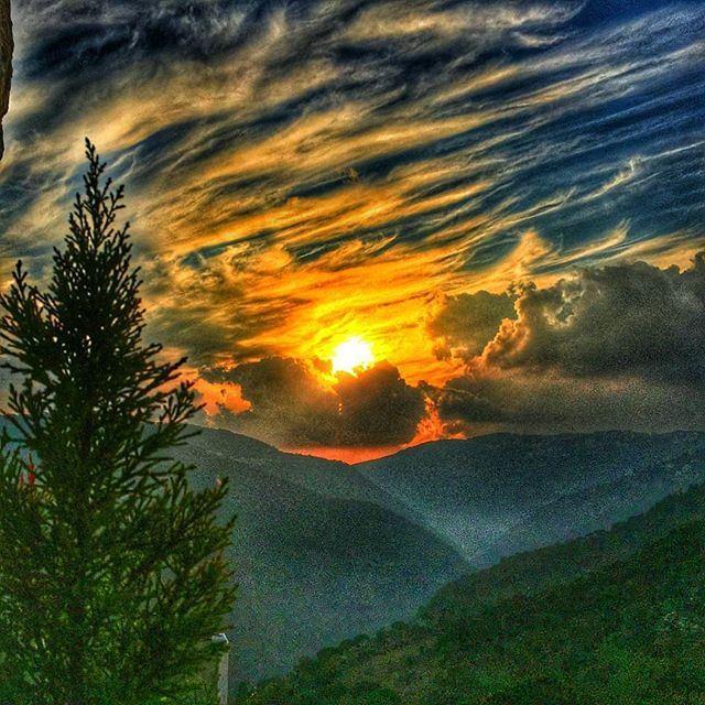 Sun kissing earth by @rogergaspar1 broumana (Brummana)