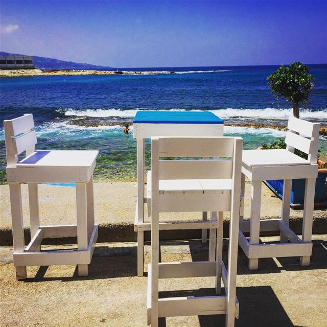 Enjoy some cocktails by the beach 🍸 rays beachbar batroun lebanon ... (Ray's Batroun)