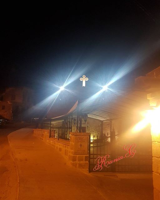 byblosbynight sayditlnaja cross lights church livelovelebanon ... (Byblos - Jbeil)