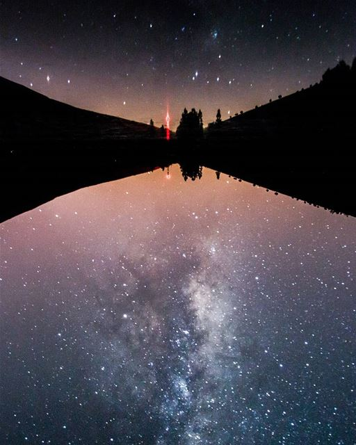 When the lake wears its sparkling dress!!!🌌🌌..... reflection... (3youn Orghosh)