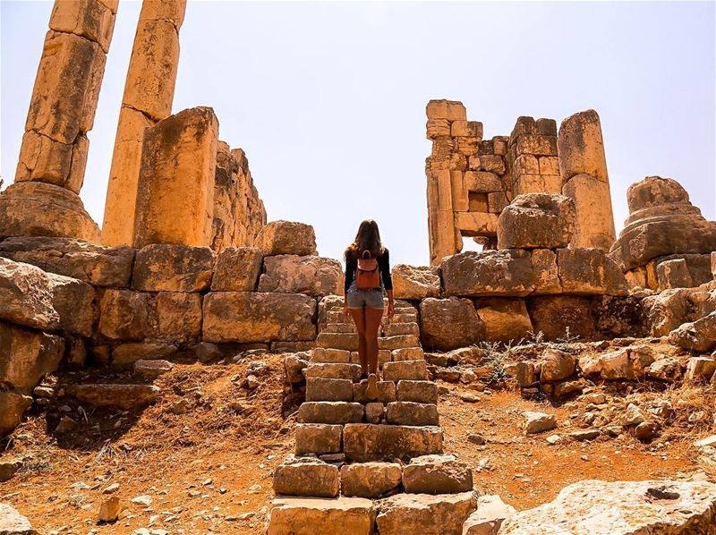 We were able to roam the Qasr Naous Roman Temple freely, and, best of all,... (Aïn Aakrîne, Liban-Nord, Lebanon)