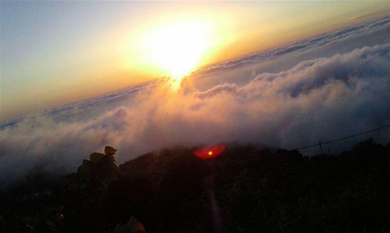 sunset picoftheday sky sunrise sun cloud montain whatsuplebanon ... (`Akkar, Liban-Nord, Lebanon)