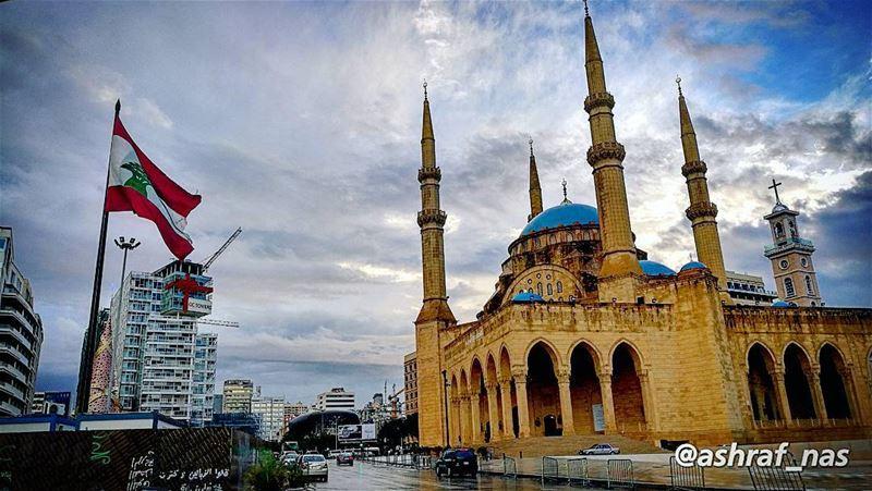 بحبك يا لبنان يا وطني بحبكبشمالك بجنوبك بسهلك بحبك livelovetyre ... (Beirut, Lebanon)