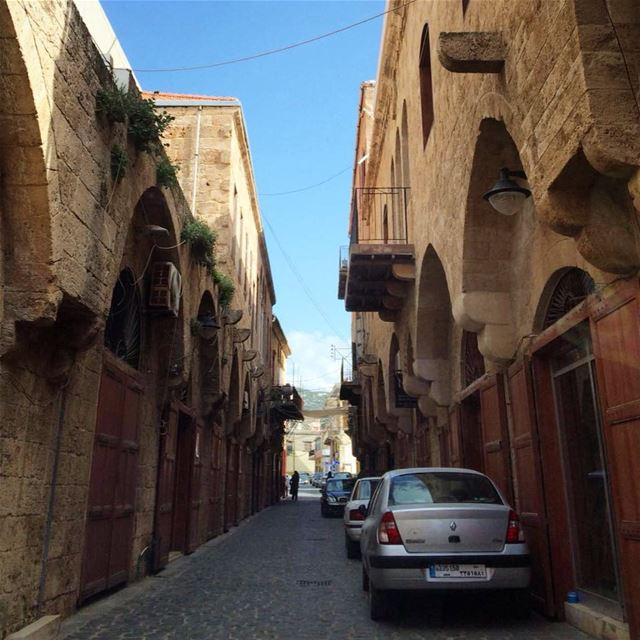 car rides in the old city 🚗 (Batroûn)