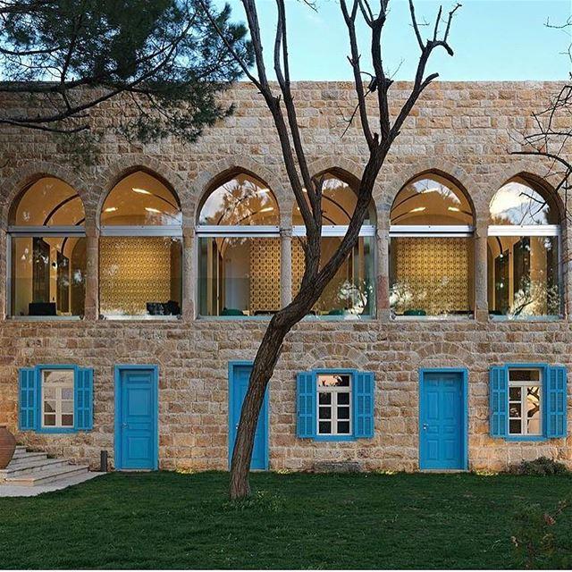 Uma casa de pedra libanesa de 200 anos de idade em Beit Mery, Monte Líbano, (L'espace Al Bustan)