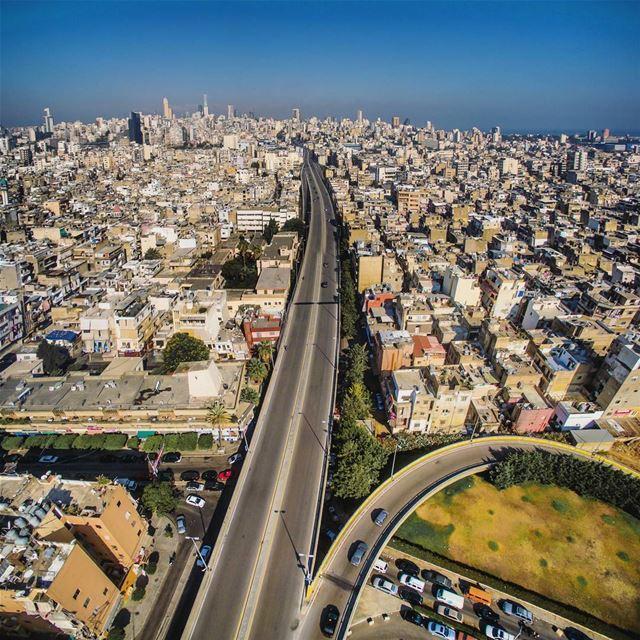 The urban life...🏘🏢🏤🏥🏦🏭🏫 (Borj Hammoud, Mont-Liban, Lebanon)