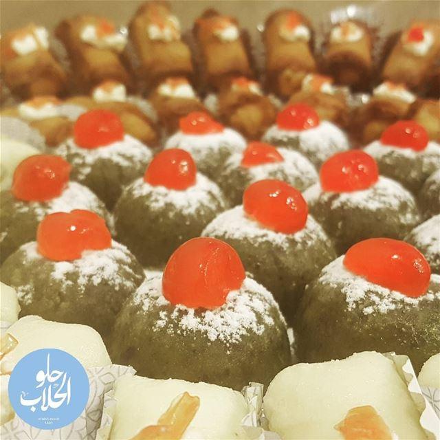 قشطيات سواريه على أنواعها ! حلاوة الجبن مع زنود الست و مفروكة بالفستق الحل (Abed Ghazi Hallab Sweets)