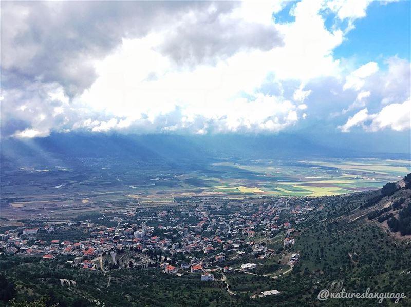 Lots of sun rays ☀️ ☁️ lebanon mylebanon lebanon_hdr lebanontimes ... (Beqaa Valley)