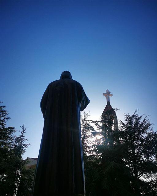 تذكّر منيح إنّو ما فيك توقف بوجه الشيطان إذا ما فيك تركع قدّام الله. الشيطا (مار شربل - عنايا)