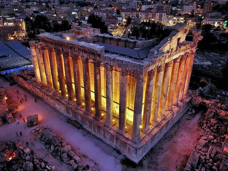 🇱🇧 Destino turístico obrigatório para quem visita o Líbano: Templo... (Baalbeck, Béqaa, Lebanon)