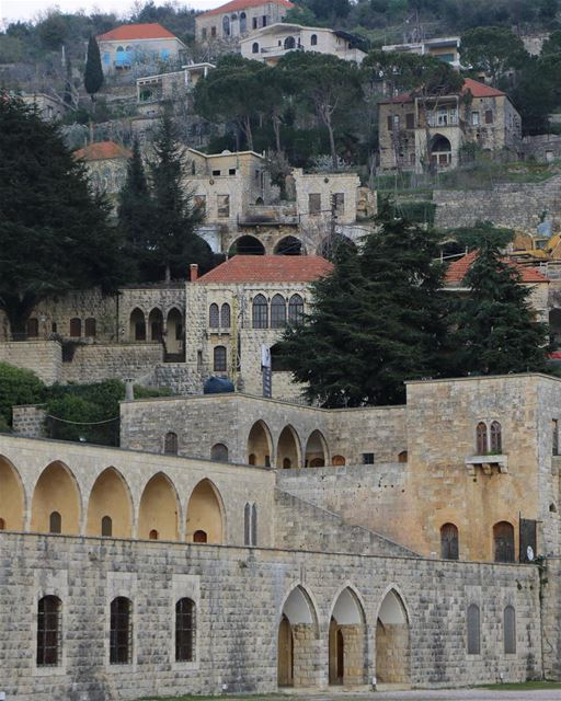 Beiteddine por outro ângulo e suas casas com arquitetura típica das... (Beit Ed-Deen, Mont-Liban, Lebanon)