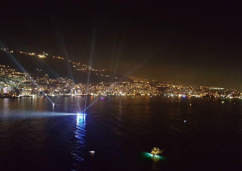AEstaHora Toda la bahía de Jounieh cubierta con plataformas para los...