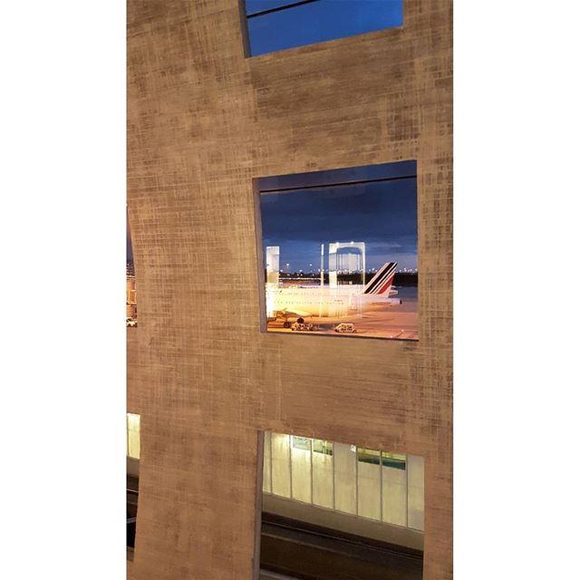 Encore une heure. liban lebanon voyage travel vacances aeroport ... (Charles de Gaulle-Terminal 2F)