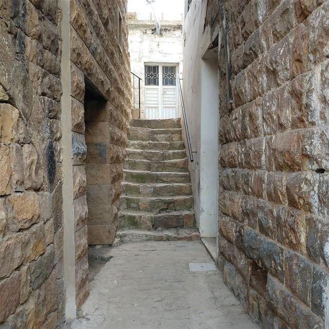 Traditional Lebanese village livelovelebanon Lebanon lebanon_hdr ... (Bekaa Kafra)