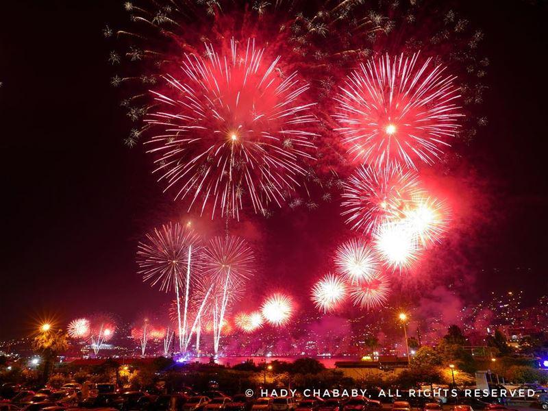 jounieh fireworks jouniehinternationalfestival2017 livelovelebanon ... (Rassifouna)