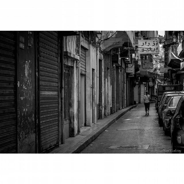 bnw  girl  walking  shops  blackandwhite  street  closed  doors ... (Burj Hammud)